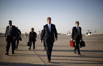 US Secretary of State John Kerry (center)