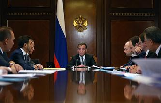 Dmitry Medvedev (center)