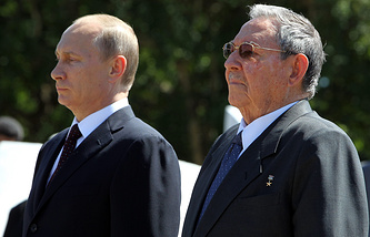 Russian president Vladimir Putin (L) and Cuban President Raul Castro at Havana, Cuba, 11 July 2014