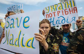 Ukrainian activists hold a banner reading 'Ukraine needs Nadia' referring to Nadezhda Savchenko detained in Russia