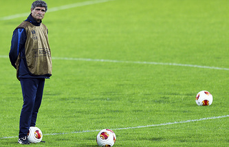 FC Dnipro's head-coach Spanish Juande Ramos