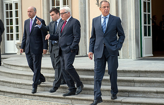 Foreign Ministers Laurent Fabius of France (left), Pavlo Klimkin of Ukraine, Frank-Walter Steinmeier of Germany, and Sergei Lavrov of Russia
