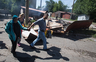 Residents of Donetsk after an attack on the center of the city