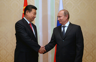 Chinese President Xi Jinping (L) and Russian President Vladimir Putin (R)