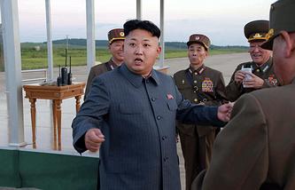 North Korean leader Kim Jong-un (center)