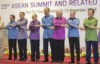 From left: Brunei Sultan Hassanal Bolkiah, Chinese Premier Li Keqiang, Malaysian Prime Minister Najib Razak, US President Barack Obama, Myanmar President Thein Sein, Russian Prime Minister Dmitry Medvedev and Vietnamese Prime Minister Nguyen Tan Dung