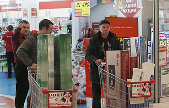 Residents of Moscow buy household appliances after Russian ruble plunged to record lows on 16 December
