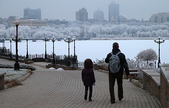Local residents in Donetsk
