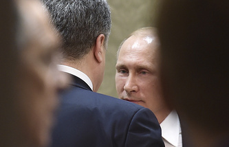 Russian President Vladimir Putin talking to Ukrainian President Petro Poroshenko