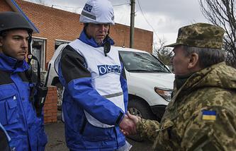 Alexander Hug in east Ukraine, Apr. 2015