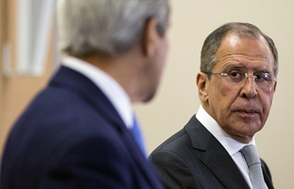 Russian Foreign Minister Sergey Lavrov (right) and US Secretary of State John Kerry (left)