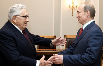 Former US Secretary of State Henry Kissinger (left) and Russian President Vladimir Putin