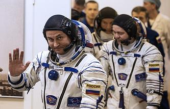 Russian cosmonauts Aleksey Ovchinin (L) and Oleg Skripochka (R)