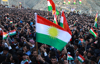 Kurdish Iraqis holding Kurdistan flags