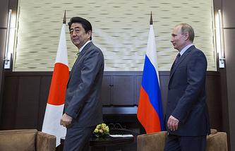 Russian President Vladimir Putin and Japan's Prime Minister Shinzo Abe, May 6, 2016