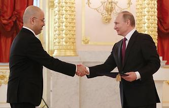 Iraq's Ambassador to Russia Haidar Mansour Hadi and Russian President Vladimir Putin