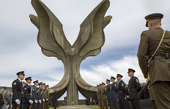 Croatian soldiers stand guard at the monument of former Jasenovac death camp