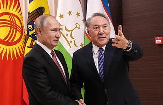 Russia's president Vladimir Putin (L) and Kazakhstan's president Nursultan Nazarbayev