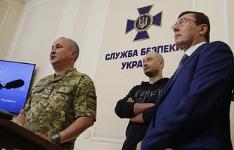 Vasily Gritsak, head of the Ukrainian Security Service (left)