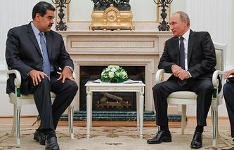 Venezuela's President Nicolas Maduro (L) and Russia's President Vladimir Putin