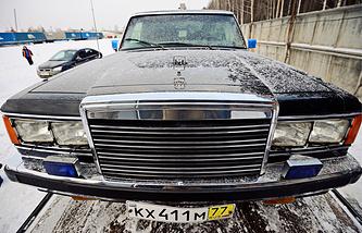Служебный лимузин Бориса Ельцина - бронированный ЗИЛ-41052