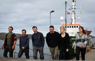 Активисты Arctic Sunrice в порту Норвегии в августе 2013 года