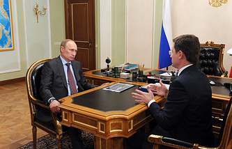 Президент РФ Владимир Путин и глава Минэнерго Александр Новак во время встречи