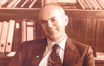 Николай Карлов