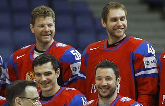 Сергей Соин (крайний слева в верхнем ряду)