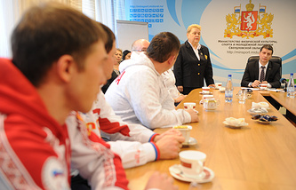 Министр физической культуры, спорта и молодежной политики Леонид Рапопорт на встрече с паралимпийцами