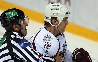 Виталий Павлов (справа)