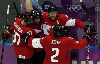 Хоккеисты сборной Канады