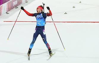 "Антон Шипулин, завоевавший ""золото"" в соревнованиях по биатлону среди мужчин на XXII зимних Олимпийских играх"