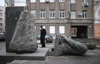 Памятник первому министру иностранных дел УССР Дмитрию Мануильскому в Киеве