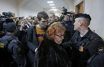 Мать оппозиционера Алексея Навального Людмила с сыном Олегом