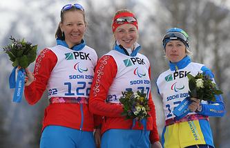 Алена Кауфман (в центре), Анна Миленина (слева), Юлия Батенкова (справа)