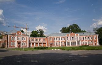 Городская больница им. Петра Великого (Пискаревский пр., 47)
