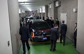 Охранники Барака Обамы во время его визита в Токио