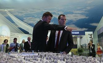 """Глава компании """"Газпром"""" Алексей Миллер и премьер-министр РФ Дмитрий Медведев. Фото ИТАР-ТАСС/ Михаил Метцель"""