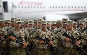 Солдаты грузинской армии перед отправкой в Афганистан. Тбилиси, Грузия, 27 июня 2013 года