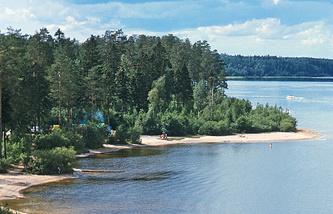 На берегу озера Красавица в Ленобласти