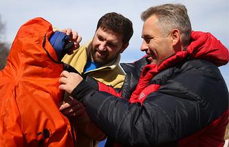 Детский омбудсмен Павел Астахов, руководитель экспедиции Матвей Шпаро и участник экспедиции (справа налево)