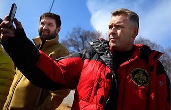 Руководитель экспедиции Матвей Шпаро и детский омбудсмен Павел Астахов (слева направо)