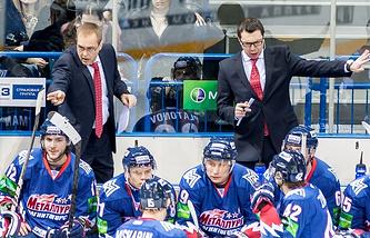Илья Воробьев (справа в костюме)