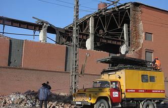 Стена и часть кровли цинкового завода были разрушены взрывной волной, вызванной падением метеорита. 15 февраля 2013 года