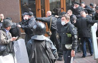 Захват здания областной прокуратуры в Донецке
