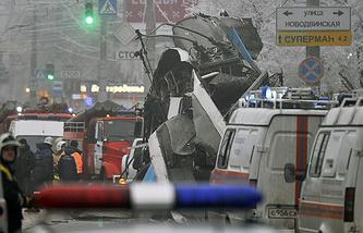 На месте взрыва троллейбуса в Волгограде в декабре 2013 года