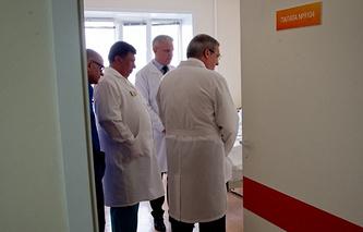 И.о. губернатора Красноярского края навестил в больнице пострадавших в результате коммунальной аварии