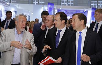 Директор Русского музея Владимир Гусев, министр культуры Владимир Мединский и Дмитрий Медведев