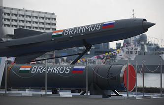 Крылатая противокорабельная ракета Brahmos на V Международном военно-морском салоне в Санкт-Петербурге